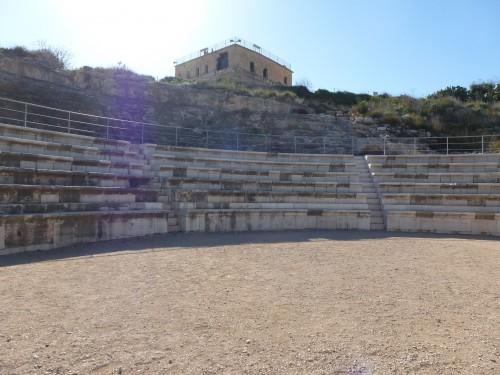 Blick in den Zuschauerraum des Theaters von Sepphoris. Die oberen Sitzreihen sind leider nicht erhalten (Foto: Michael Hölscher)