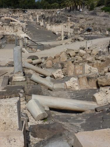 Prächtige Marmorsäulen in Bet Shean (Foto: Michael Hölscher)