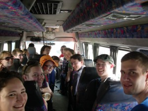 Die Stimmung im Kleinbus ist gut. (Foto: A. Steppan)